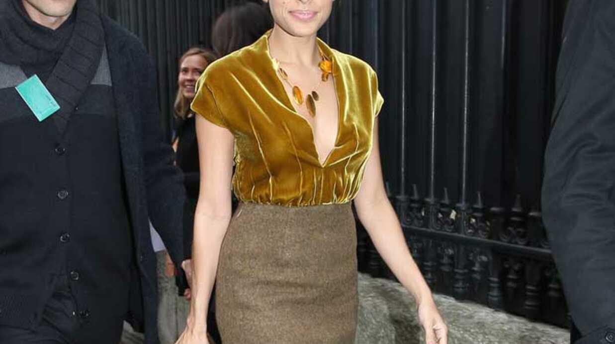 LOOK  Eva Mendes resplendissante à la Fashion Week