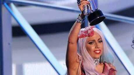 VIDEO: Lady Gaga se viande aux MTV VMA