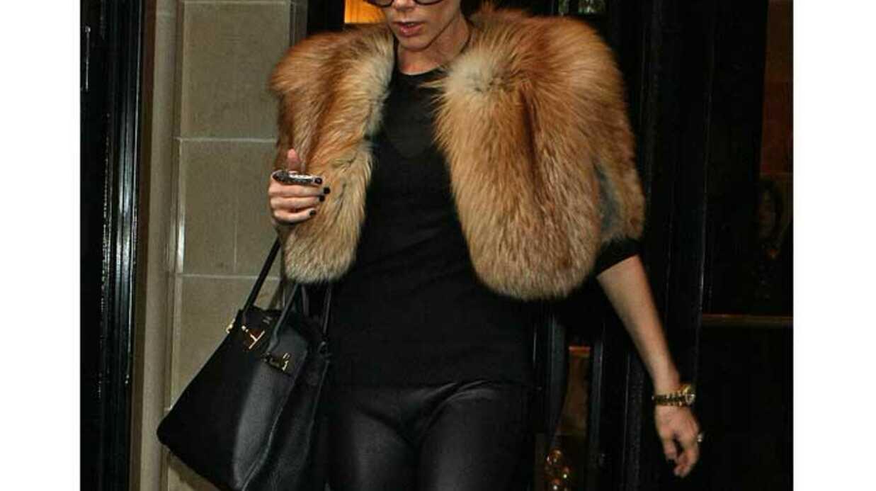 LOOK Victoria Beckham: treggings et fourrure à Paris