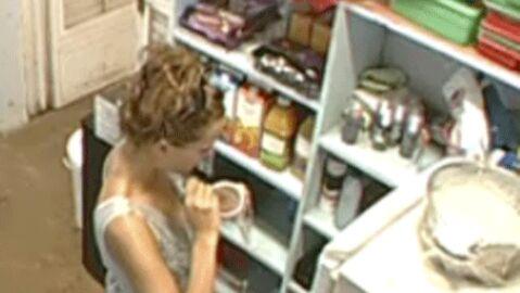 La Ferme Célébrités 3: crise de boulimie pour Kelly Bochenko