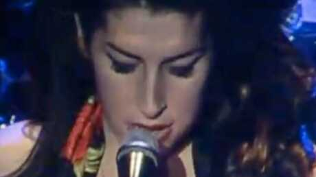 VIDEO Amy Winehouse huée sur scène