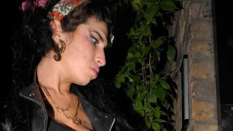 Amy Winehouse collectionne les vignettes Panini de l'Euro 2008