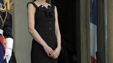 LOOK Carla Bruni-Sarkozy féminine et sobre en noir
