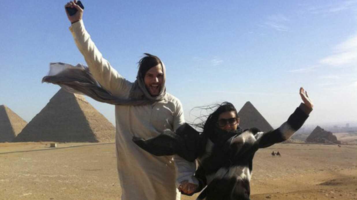 Demi Moore – Ashton Kutcher en lévitation en Egypte