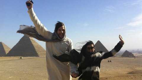 Demi Moore – Ashton Kutcher en lévitation en Egypte