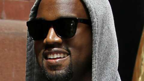 Kanye West fait son show au balcon de son hôtel à Cannes