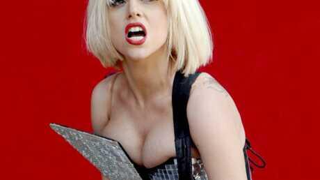 VIDEO Lady Gaga craque sur scène