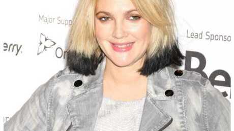 LOOK Drew Barrymore a les cheveux bicolores