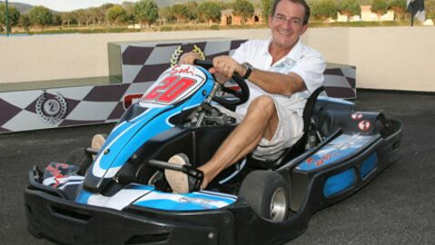 Jean-Pierre Pernaut à 180 km/h sur une route étroite