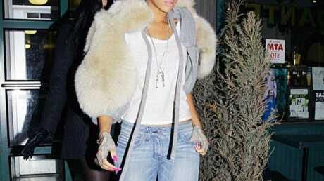 LOOK Rihanna sort armée d'une carapace en fourrure