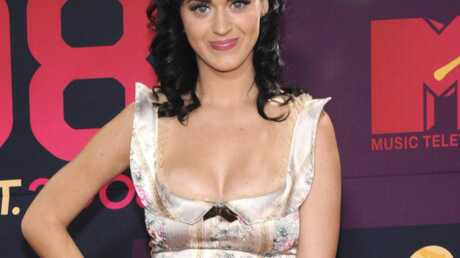 Katy Perry: une belle gamelle en vidéo