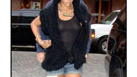 LOOK Rihanna dévoile sa poitrine en jouant sur la transparence