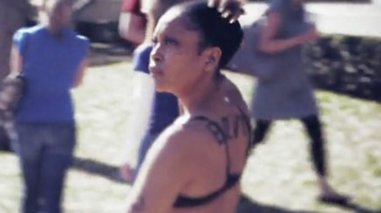 Erykah Badu: 500 dollars pour un effeuillage public
