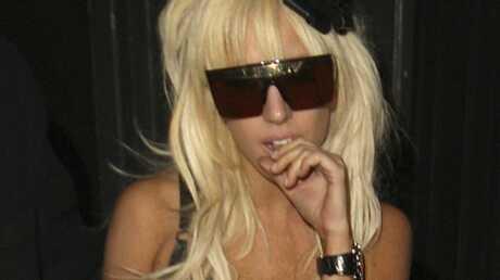 Lady Gaga perd ses lunettes et offre une récompense