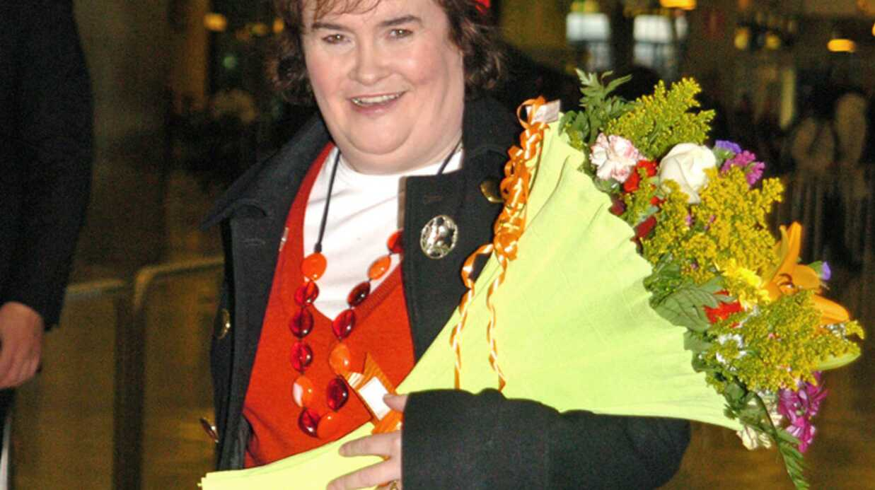 Susan Boyle on la prend pour la reine d'Angleterre!