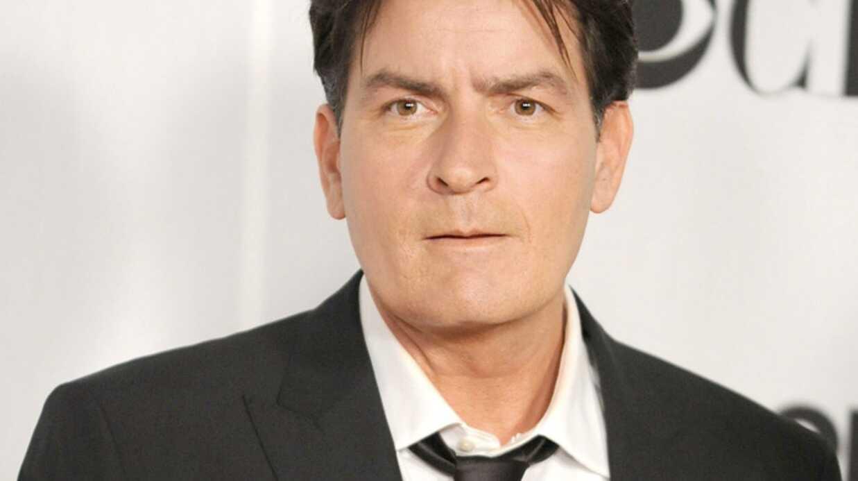 PHOTOS Charlie Sheen s'est rasé la tête