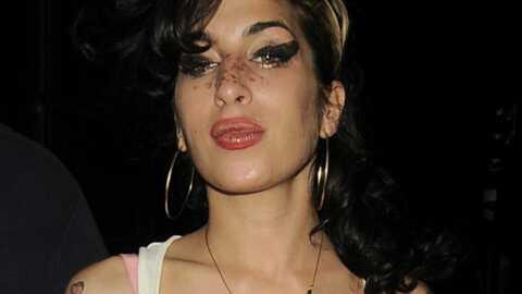 Amy Winehouse hospitalisée à cause de ses seins