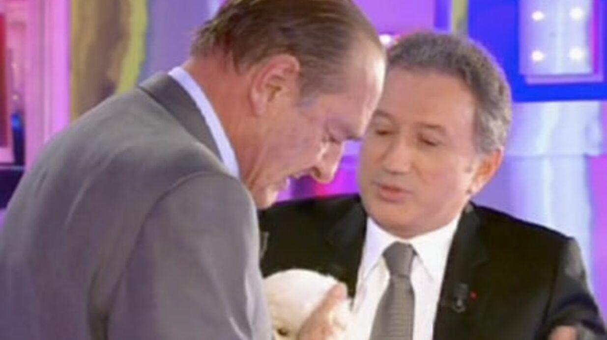Jacques Chirac et le bichon de démonstration
