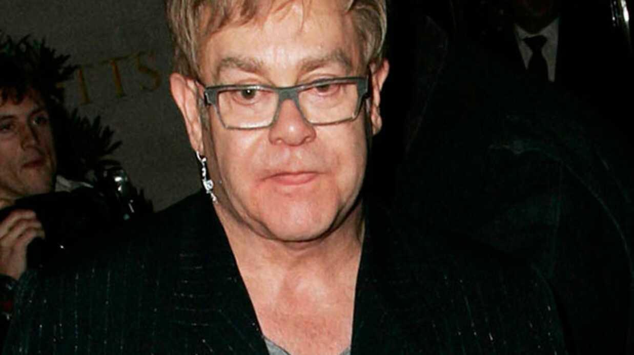 Elton Johnhospitalisé à cause d'une grippe
