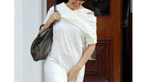 LOOK Kylie Minogue mise sur le coton blanc et les bottines