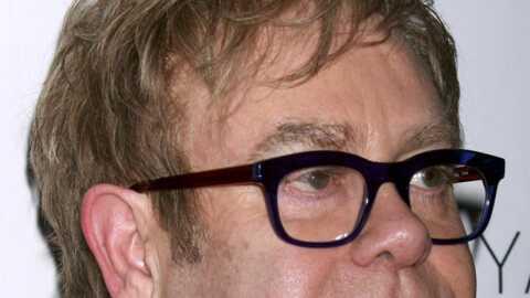 VIDEO Elton John: sa scène s'effondre, trois blessés
