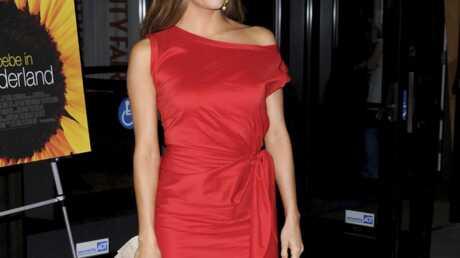 LOOK Eva Longoria radieuse dans sa robe rouge