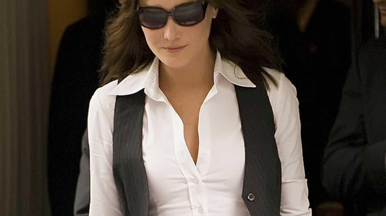 Carla Bruni-Sarkozy reçoit le soutien des Chiennes de garde