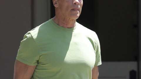 Arnold Schwarzenegger négocie dans les magasins