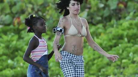 Amy Winehouse souhaiterait adopter un enfant