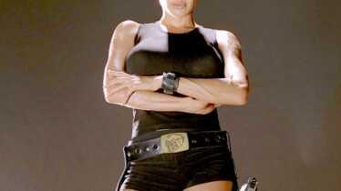 Lara Croft au top, flop pour James Bond