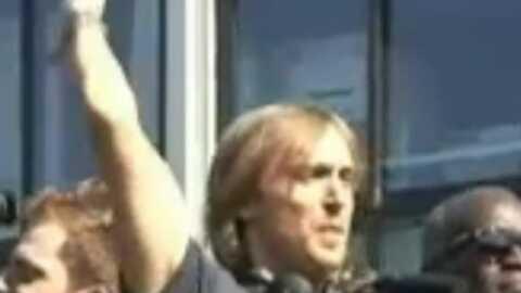 Techno Parade: David Guetta et Jack Lang sur un char