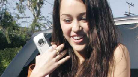 Miley Cyrus se fait gronder par le prêtre à la messe