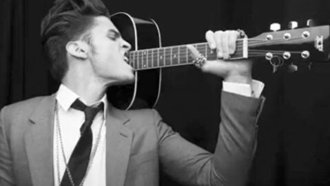 Karl Lagerfeld: son égérie Baptiste Giabiconi sort un single