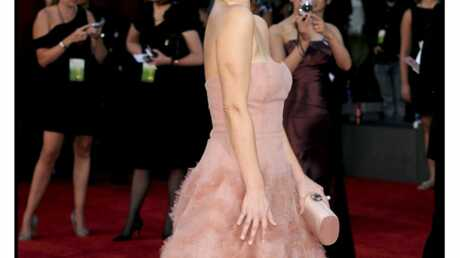 Emmy awards 2009 : Drew Barrymore, un look glamour et féminin
