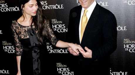 Mel Gibson accuse Oksana de tentative d'extorsion