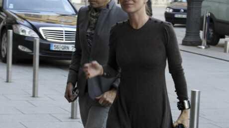 Kate Moss balance les chansons de son chéri à la piscine
