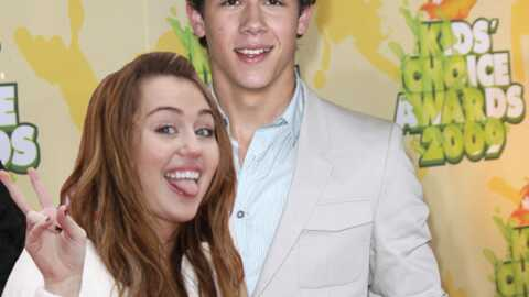 VIDEO : Miley Cyrus et Nick Jonas de nouveau en couple