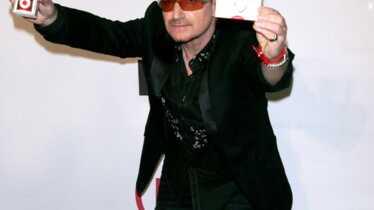 Bono en a plein le dos