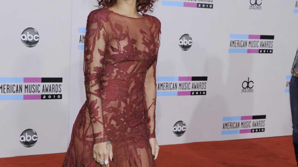 LOOK Rihanna sexy et raffinée pour les American Music Awards