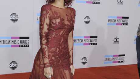 look-rihanna-sexy-et-raffinee-pour-les-american-music-awards