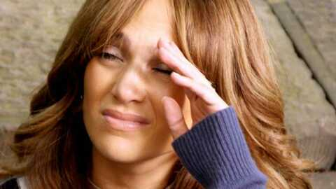 VIDEO Jennifer Lopez tombe sur scène