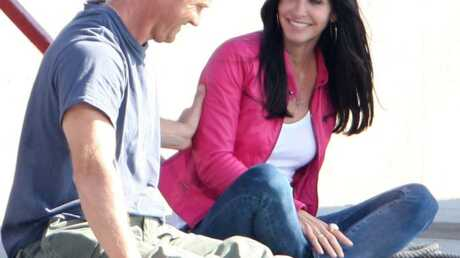 Courteney Cox très proche de l'acteur Brian Van Holt (Cougar Town)