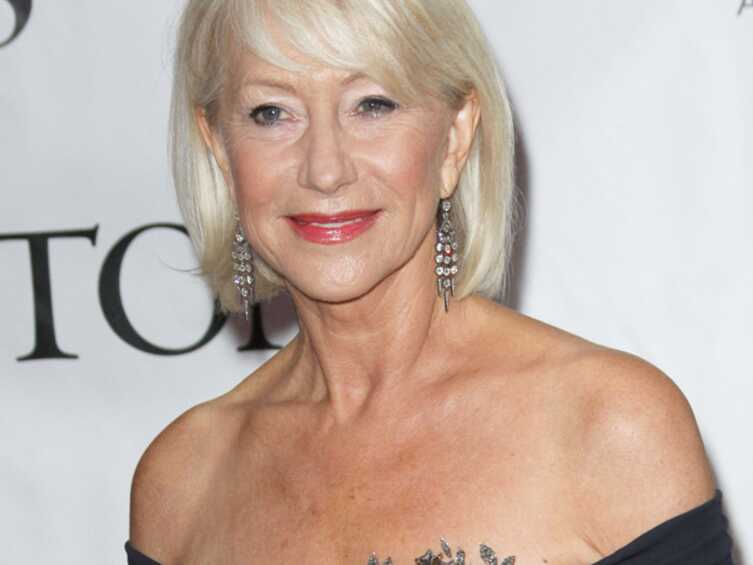 Helen mirren pose nue 65 ans voici for People s choice 65