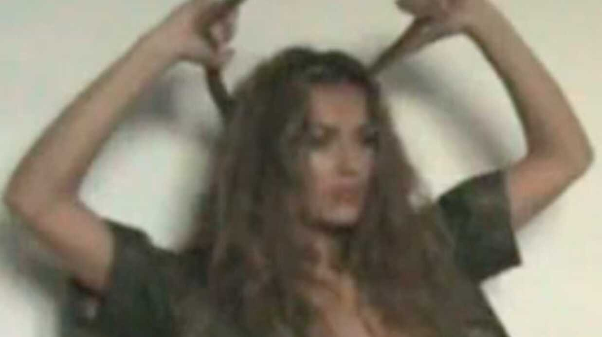 VIDEO Julie (Secret Story 4) seins nus et en string