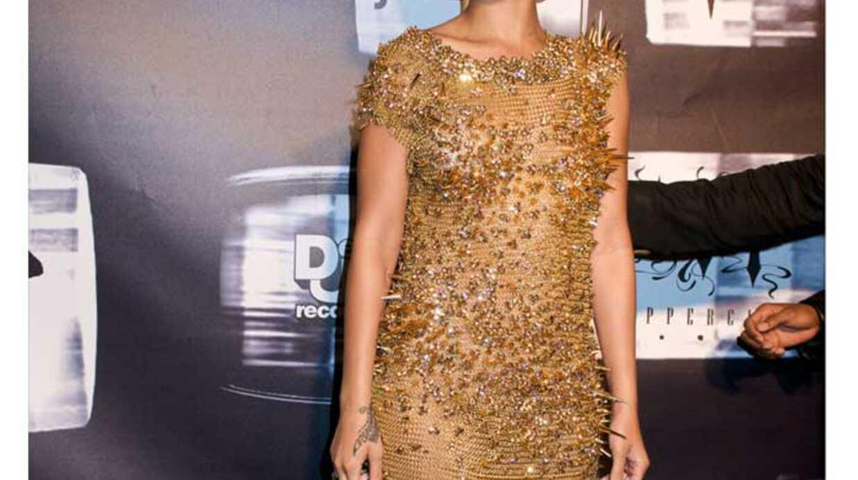 LOOK Rihanna porte une robe anti-câlins
