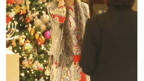 LOOK: Tori Spelling a confondu robe et rideaux
