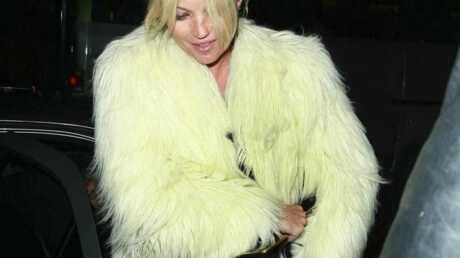 LOOK – Kate Moss et son style à rebrousse-poil