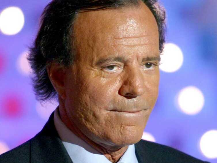 Julio iglesias grosse fatigue voici - Grosse fatigue d un coup ...