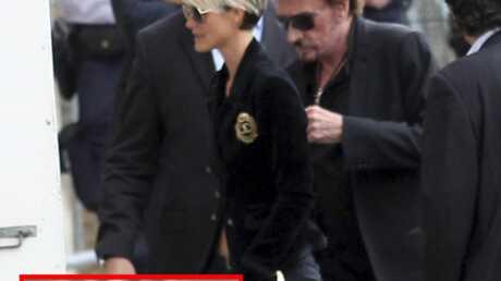 EXCLU – Regardez Johnny Hallyday arriver à l'hôpital