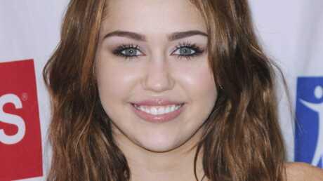 Miley Cyrus préfère Johnny Depp à Robert Pattinson